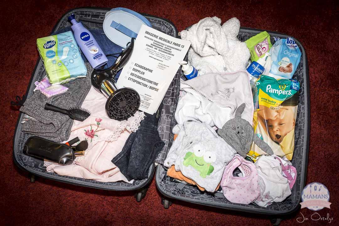 La valise de maternit tout ce qu 39 il faut dedans la t te dans la compote - Tout ce qu il faut pour bebe ...